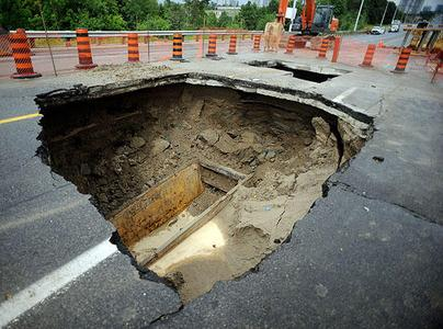 Sinkhole-Finch-E-of-Dufferin-2009